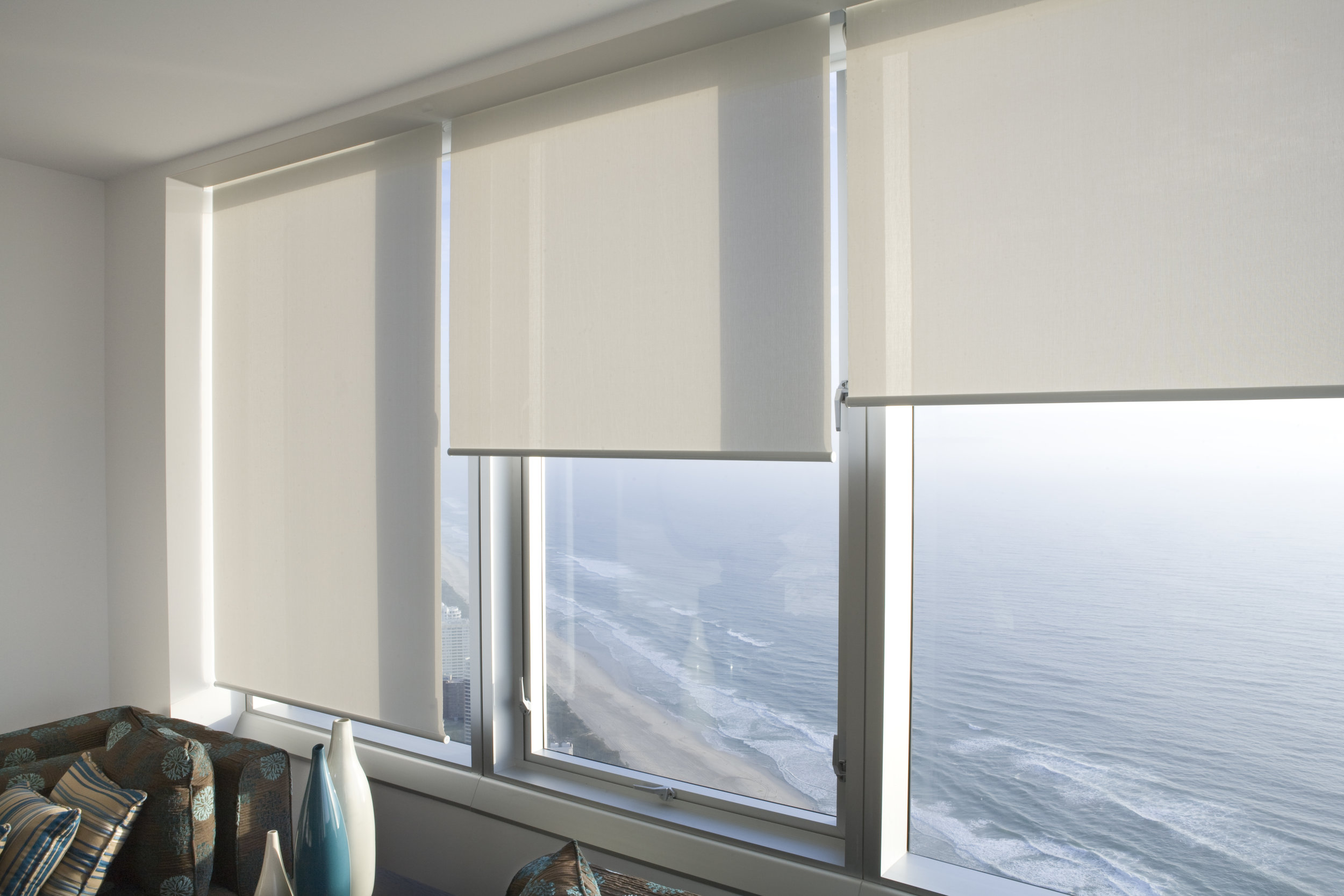SF - White blinds Staggered - L.jpg
