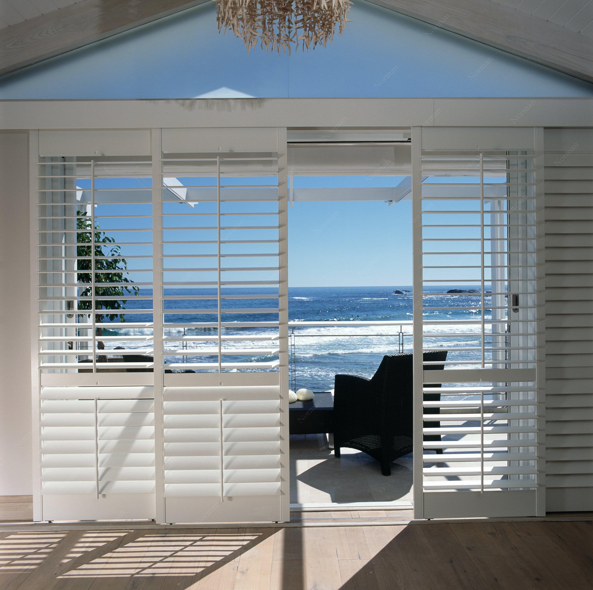 Lounge Doors to Beach.jpg