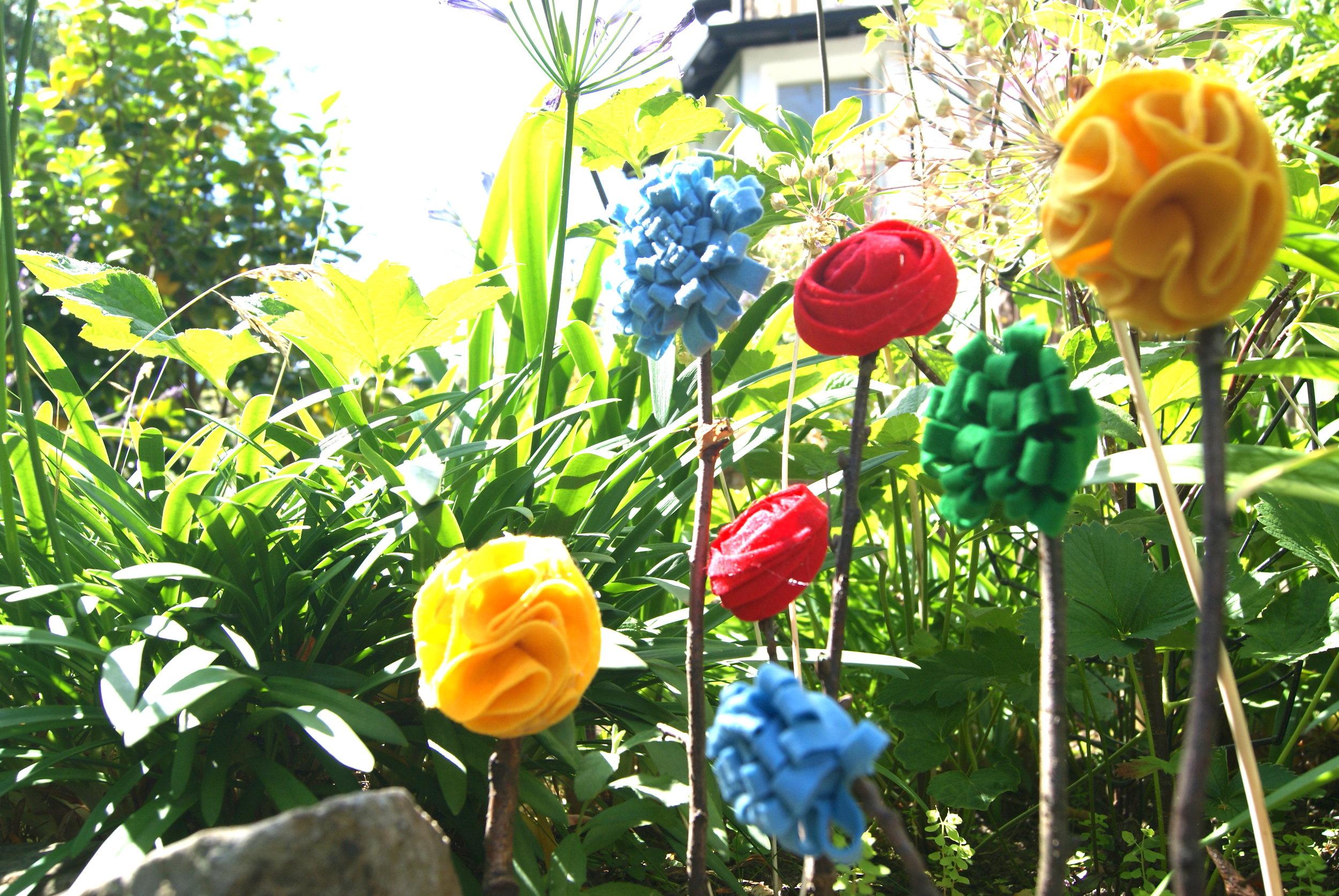 felt flowers.JPG