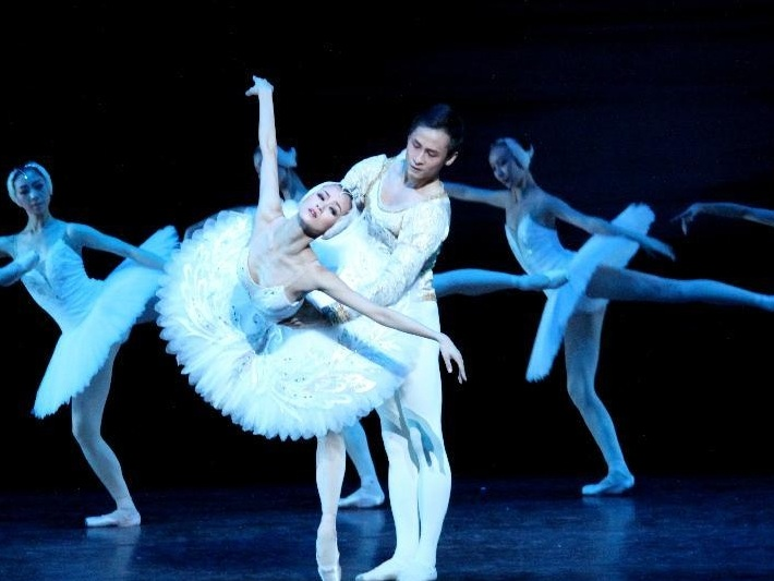 During August and September 2018, Pablo Mielgo will conduct a new production of Cinderella by Prokoffiev. Conducting the Chinese National Ballet Orchestra Pablo makes its debut in China. The performances will take place at the Tianqiao Theater. -
