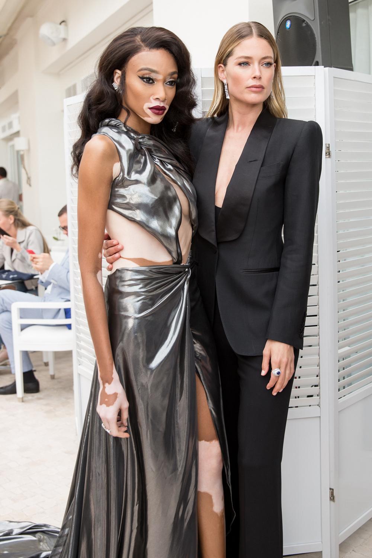 Cannes_Winnie-Harlow&Doutzen.jpg