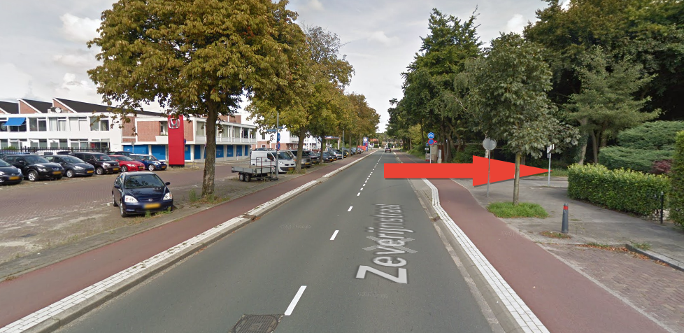 Bij de eerste weg rechts komt u bij de Hermelijnlaan, deze laan gaat u in om uw weg te vervolgen.