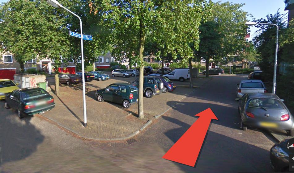 Aan het einde van de Gazellestraat komt u bij een parkeerplaats, hier kunt u uw auto of fiets parkeren.