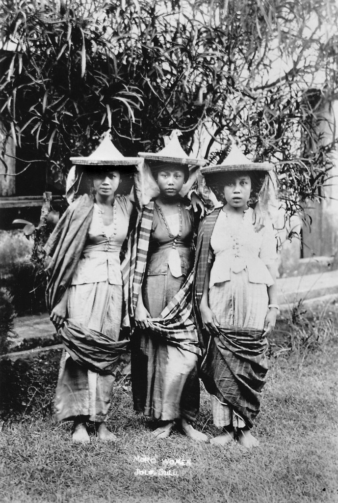 PD-US | Papeles: Three Moro women in Jolo, Suluduring the 1900s