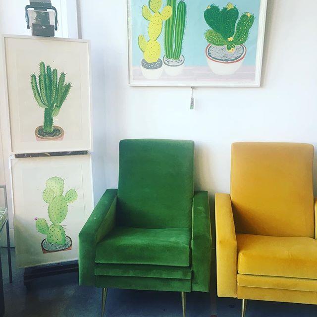 #midcenturymodern #velvet #cactus #art #beautifullegs @kensingtonantiqueartdecorative