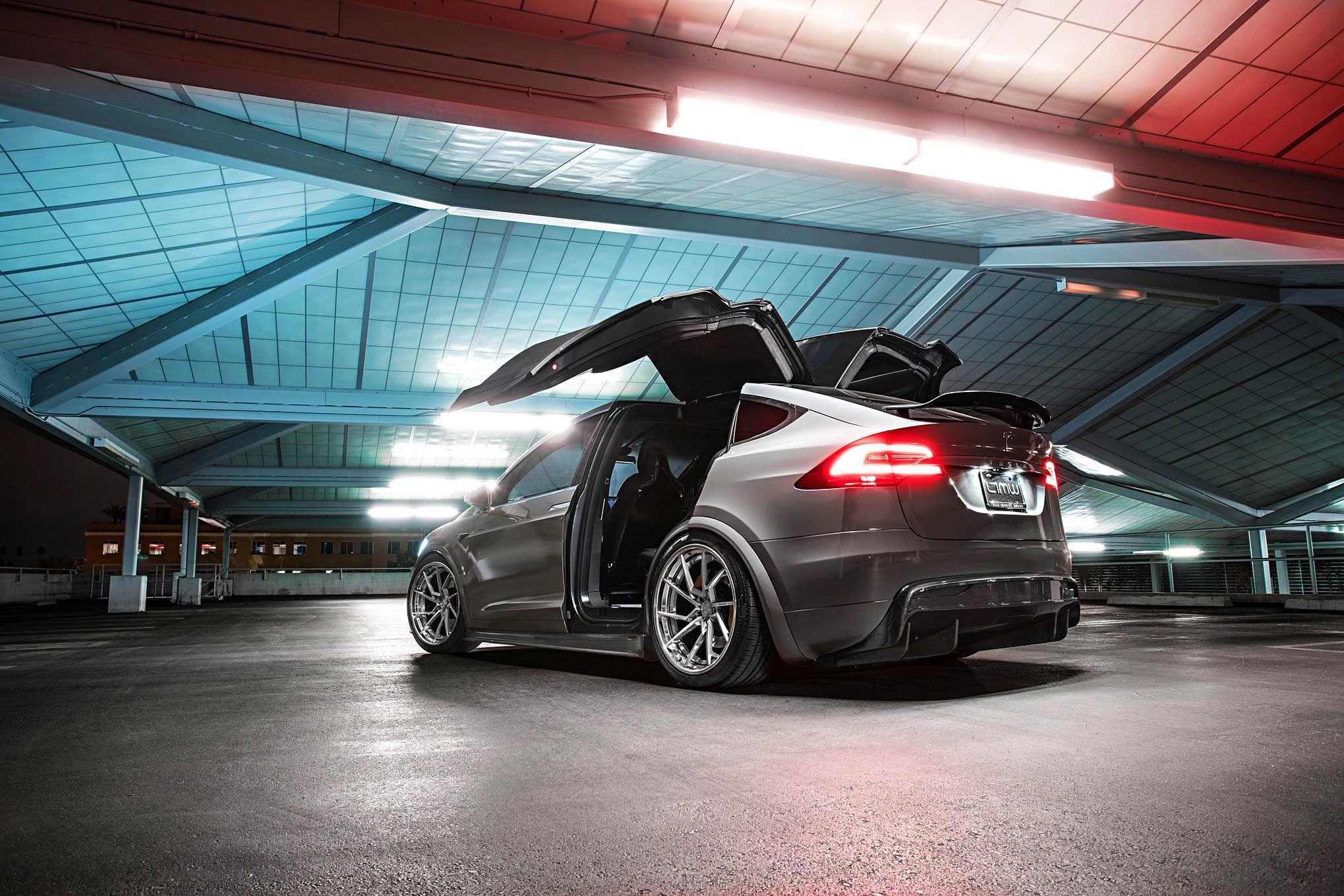 2017-tesla-model-x-p90d-revozport-bodykit 4.jpg