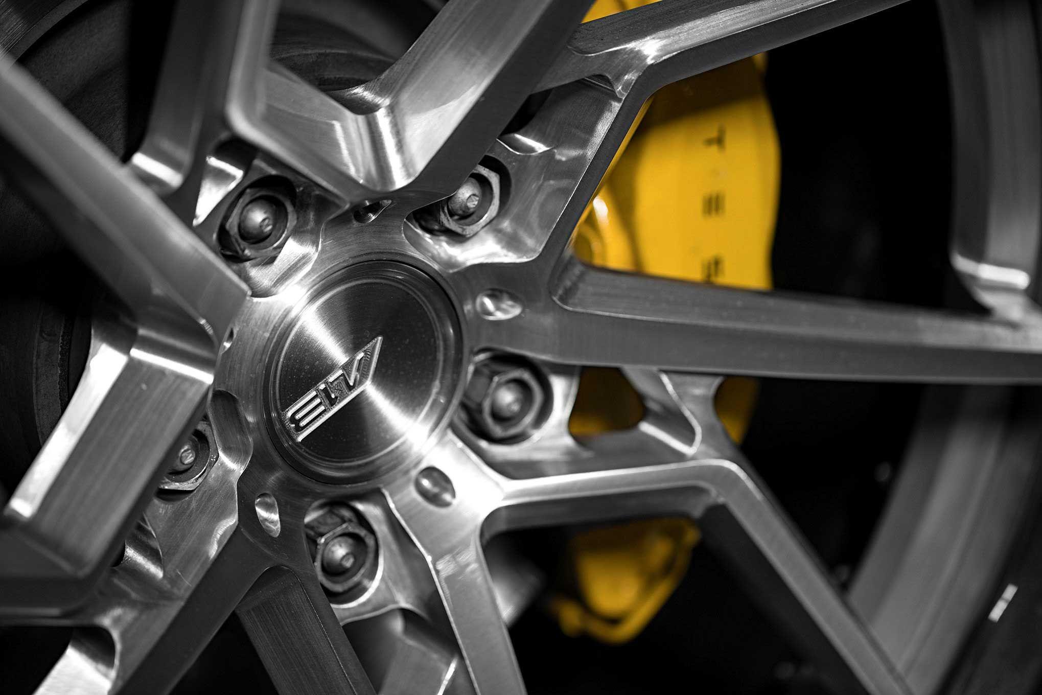 2017-tesla-model-x-p90d-brake-caliper.jpg