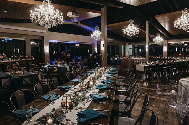 We love how versatile this space can be! Check out how @ericastawickevents used a combination of linen & chair styles to create a dramatic look. Congrats Bo & Daniel!