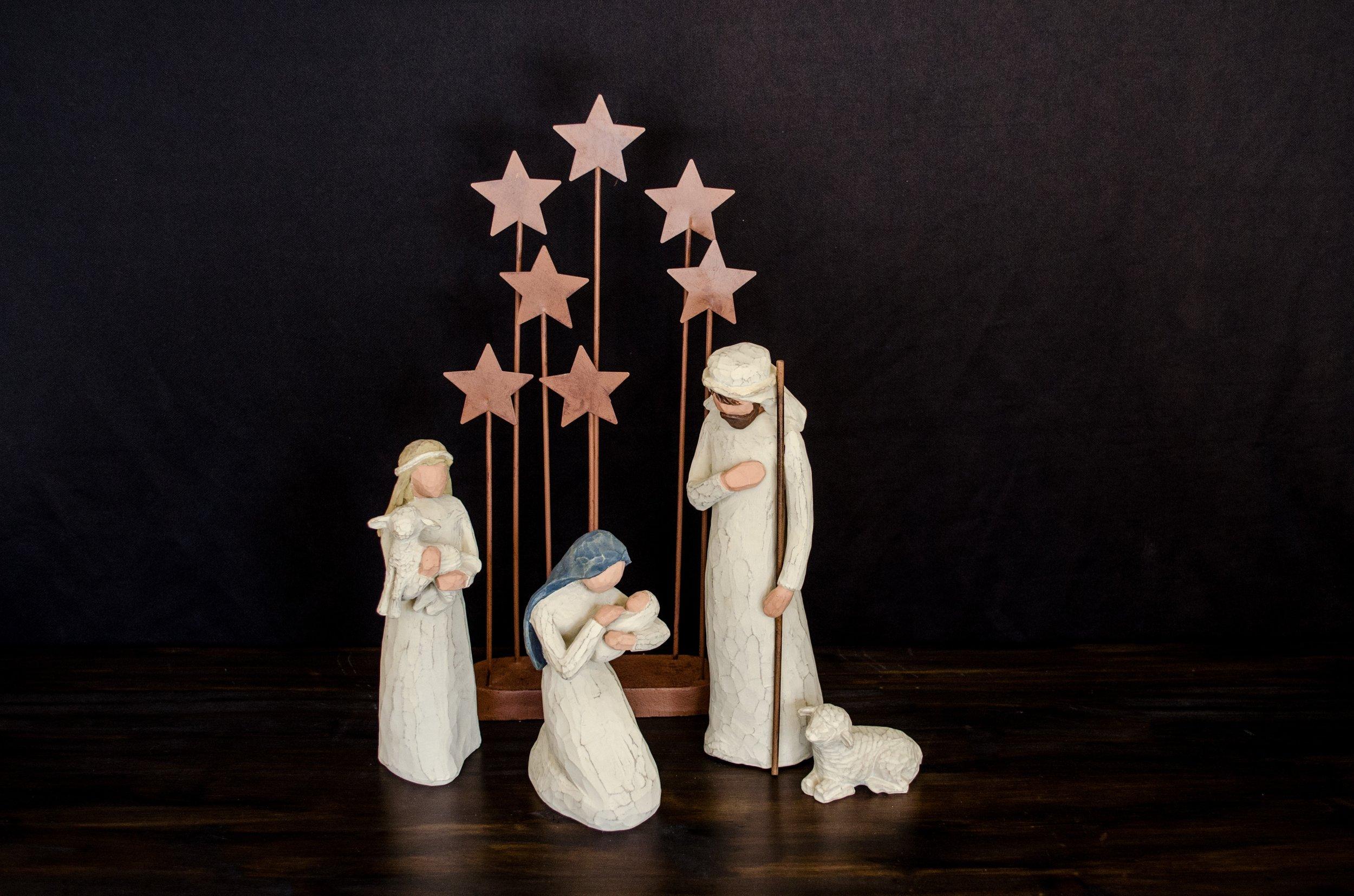 simple christmas, minimalistic christmas, keeping christ in christmas, christmas for the christian, christian family christmas, christmas traditions to keep christ in christmas, perspective on christmas, christian woman