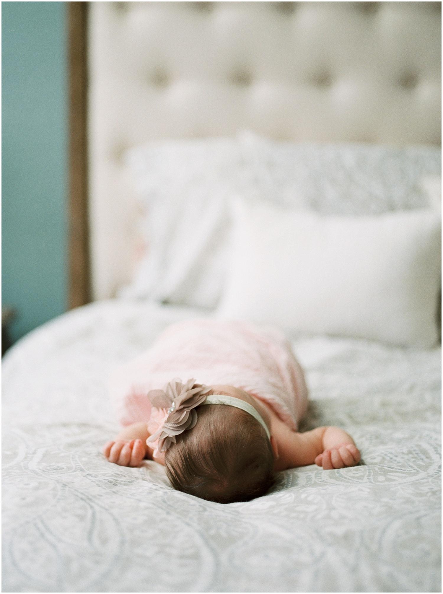 marieljoy-film-newborn-home_0006.jpg