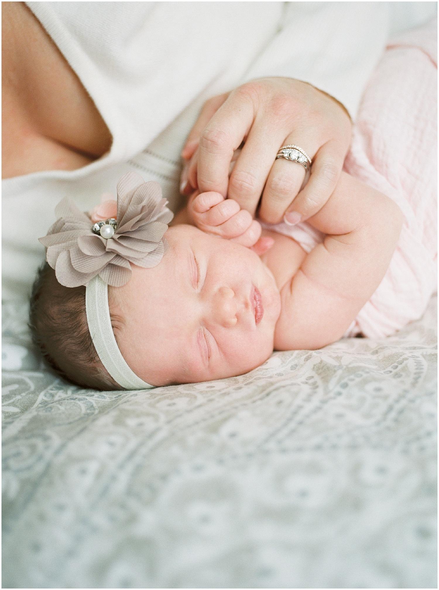 marieljoy-film-newborn-home_0008.jpg