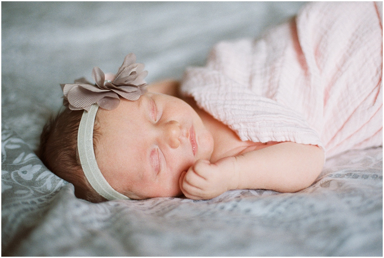 marieljoy-film-newborn-home_0012.jpg