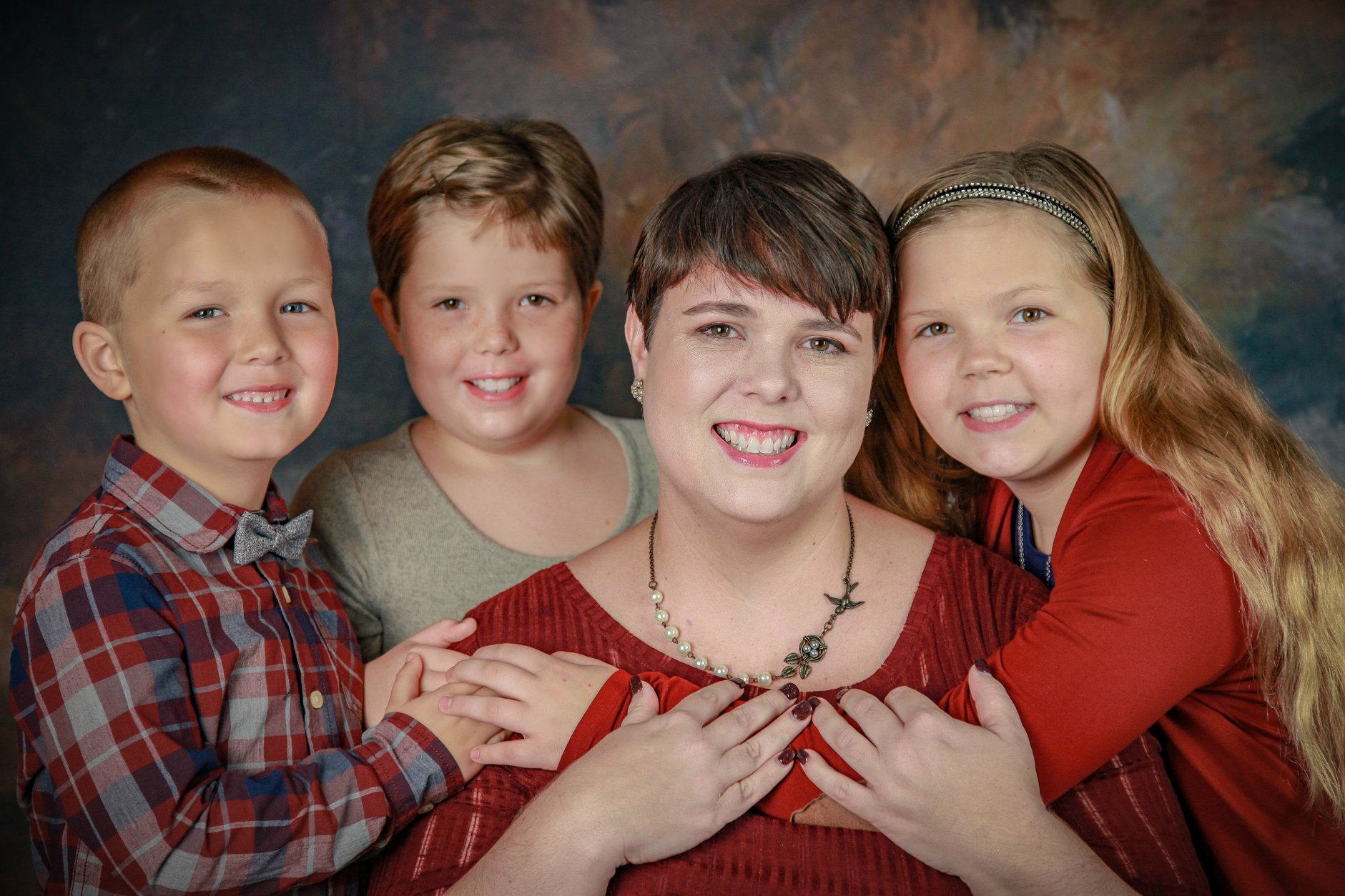 Lindsey Musick and her children.