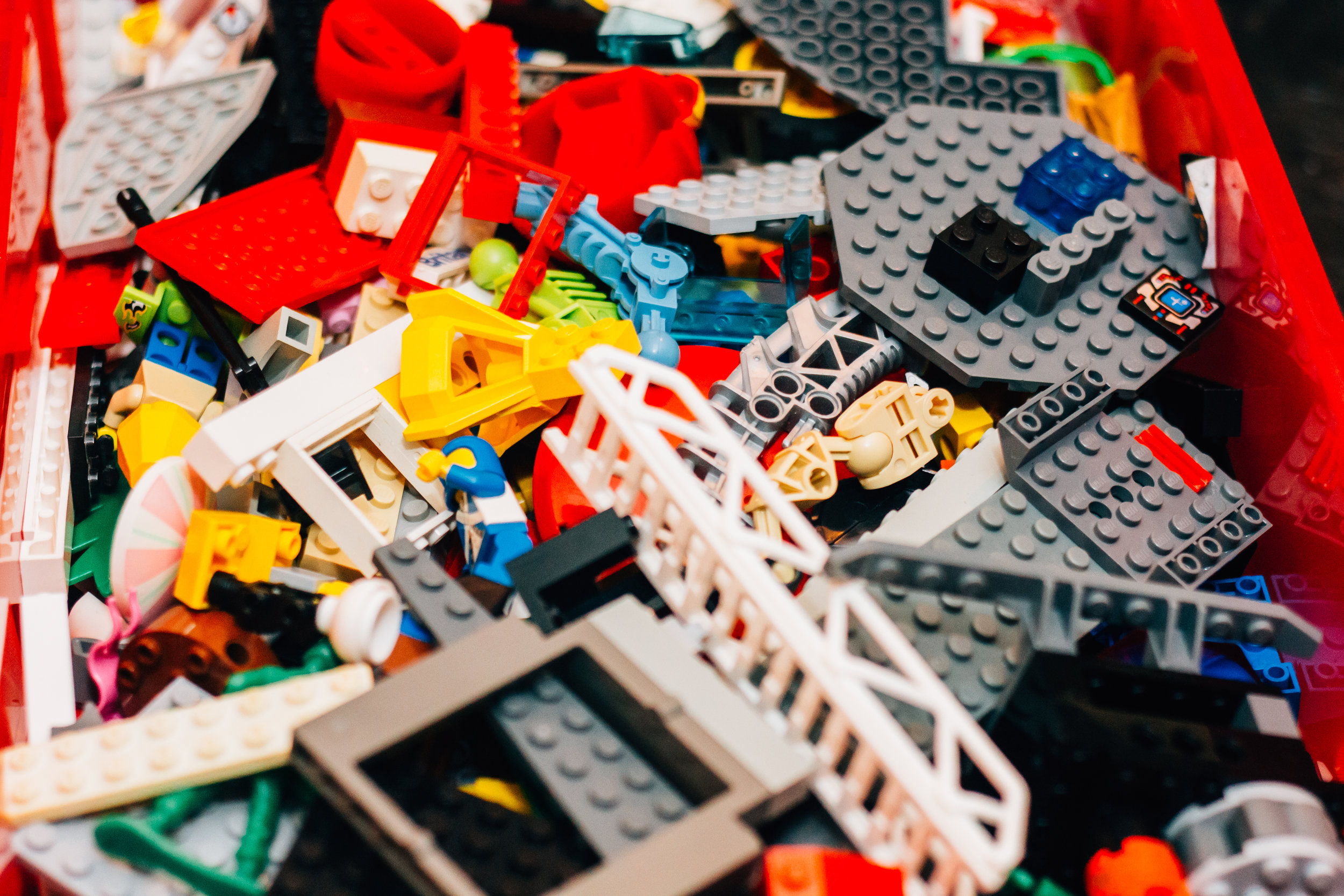 lEGO CLUB - Free creative sessions for kids, mams and dads to come and play. Absolutely free! Come and make an epic tower, car or whatever takes your fancy.