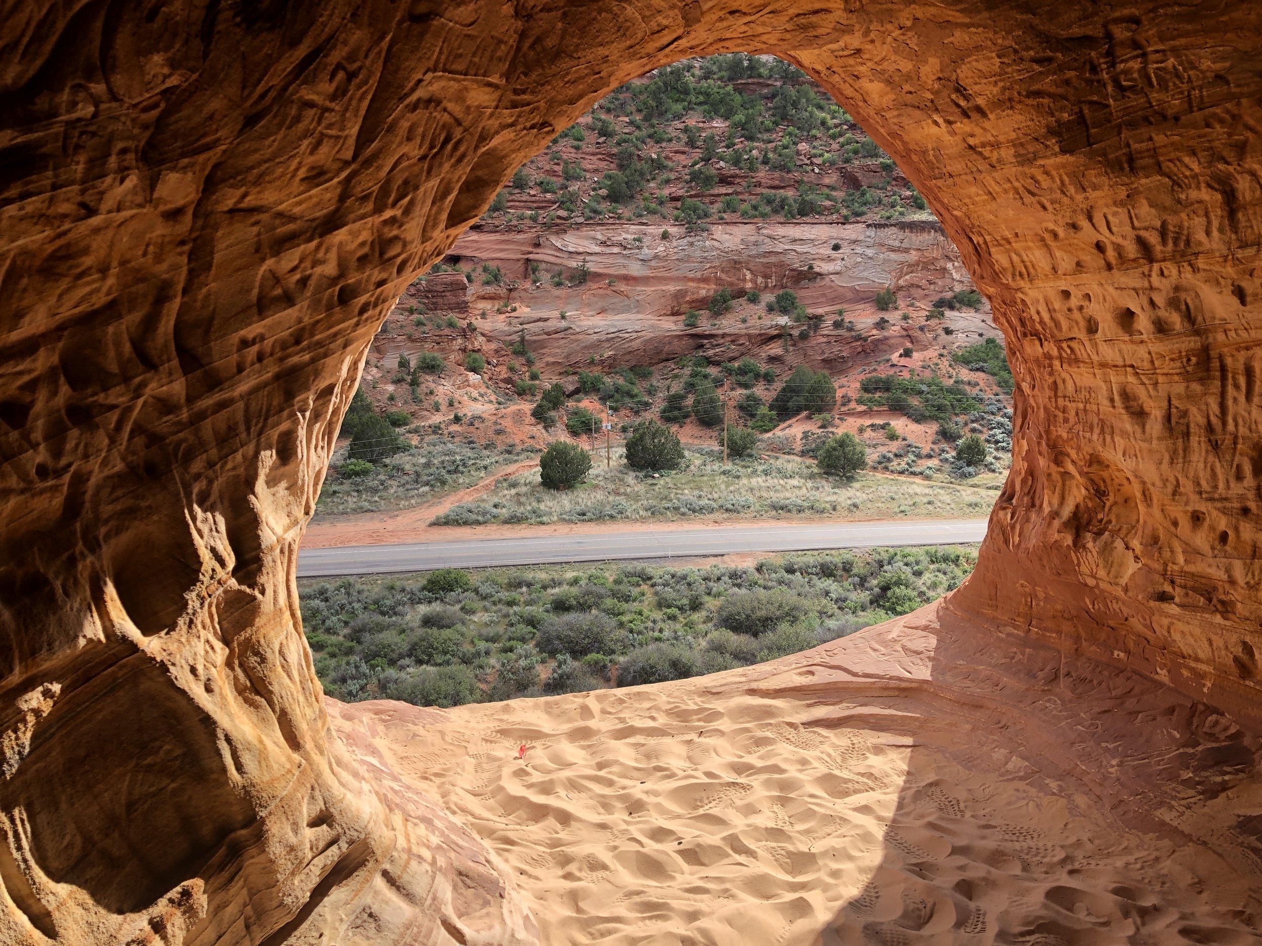 moki-moqui-cave-utah-kanab-out-office-adventure