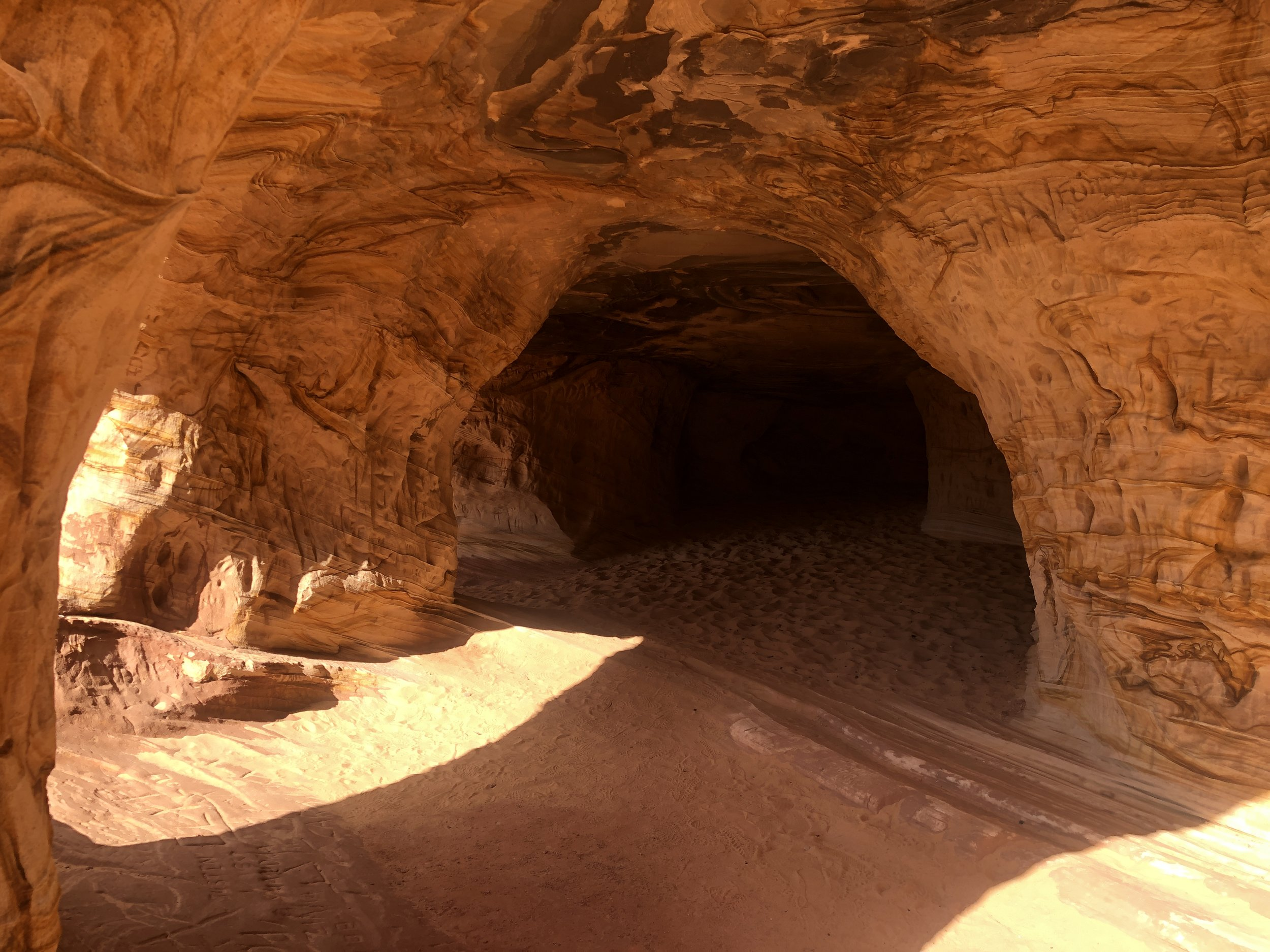 moqui-sand-cave-moki-kanab-utah-out-office-adventure