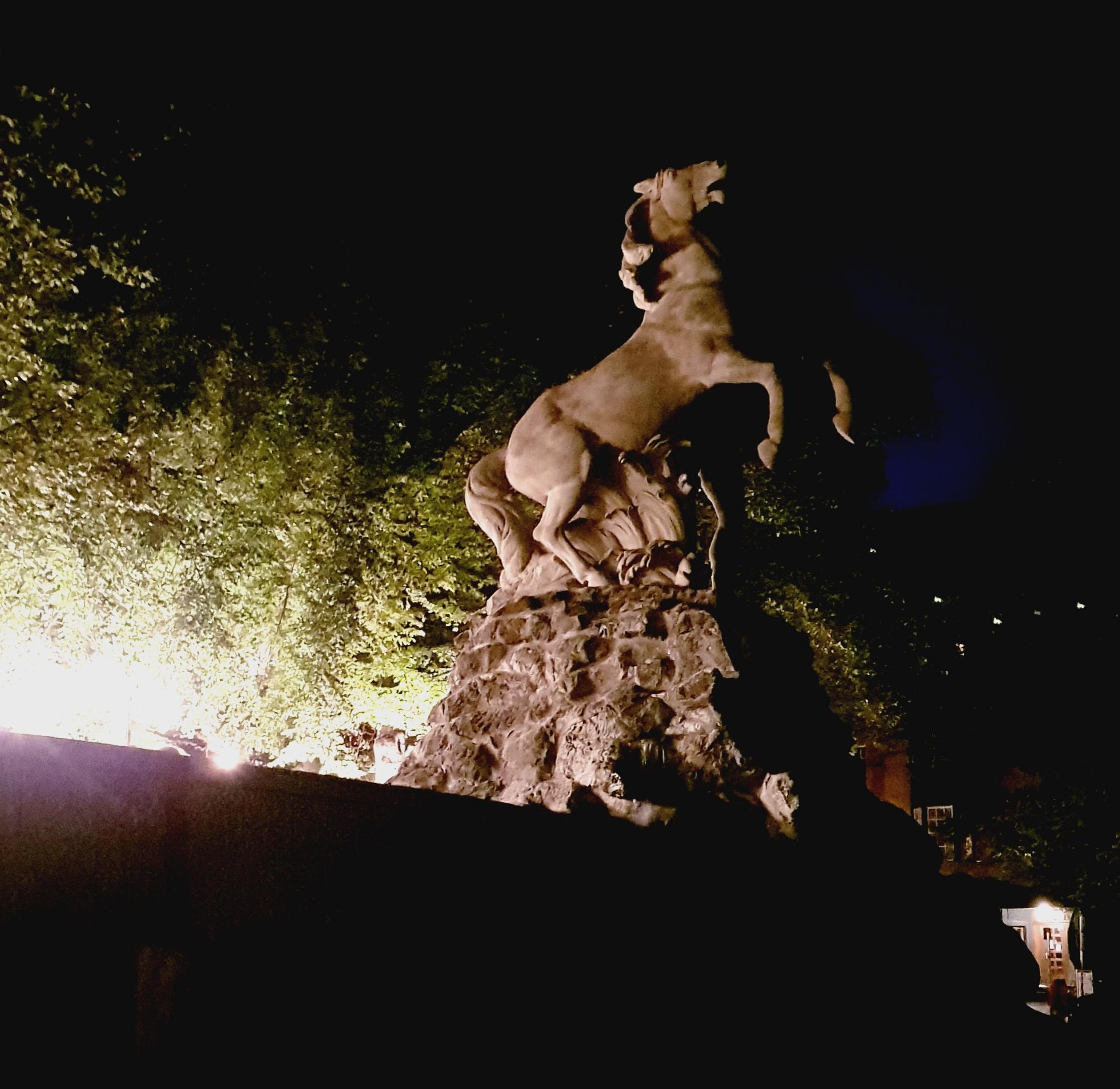 Siegfried der Rosslenker am Rüdesheimer Platz.jpeg