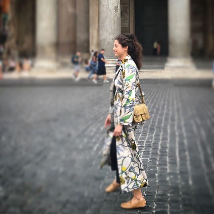 MANUELA GARCES - Dos Loros Kimono  #artist #colombiantalent #almagirl #girlboss  @Rome, Italy