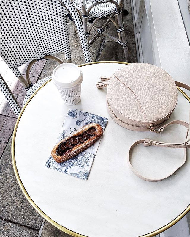 Slowing down with #fewerbetter things ➰ ft. one my most favorite French bakeries in town + a wardrobe staple from the @cuyana core collection 💫 #ad as kindly gifted