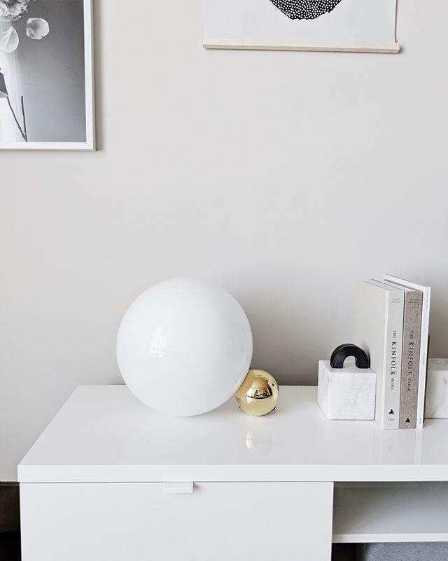"""Introducing some new lighting pieces into this space // @flos_northamerica gifted me this beautiful Copycat lamp and I'm so excited to style it in various corners of my home ⚪️💫 #sponsored⠀⠀⠀⠀⠀⠀⠀⠀⠀ —⠀⠀⠀⠀⠀⠀⠀⠀⠀ The code """"LIZ"""" gives 10% off any lamp from usa.flos.com until the end of October!"""