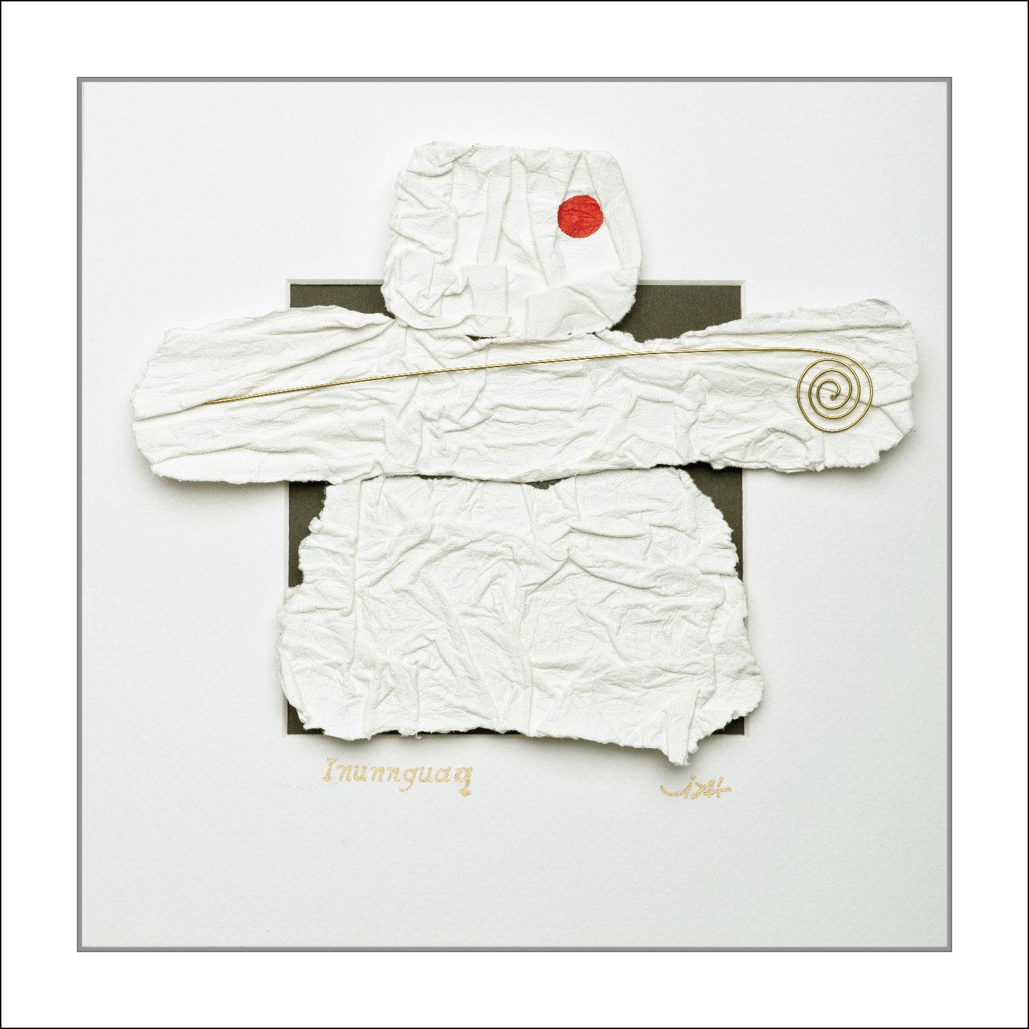 ''Inunnguaq'' Tableau-Sculpture en papier sans acide 185 gr, ajout de fil de laiton, acrylique dans un écrin blanc vitré de 10 po. X 10 po.