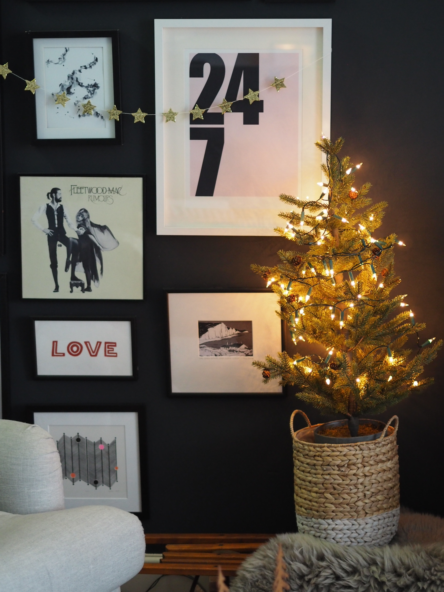 Christmas tree from The White Company, star garland from Pea Style.