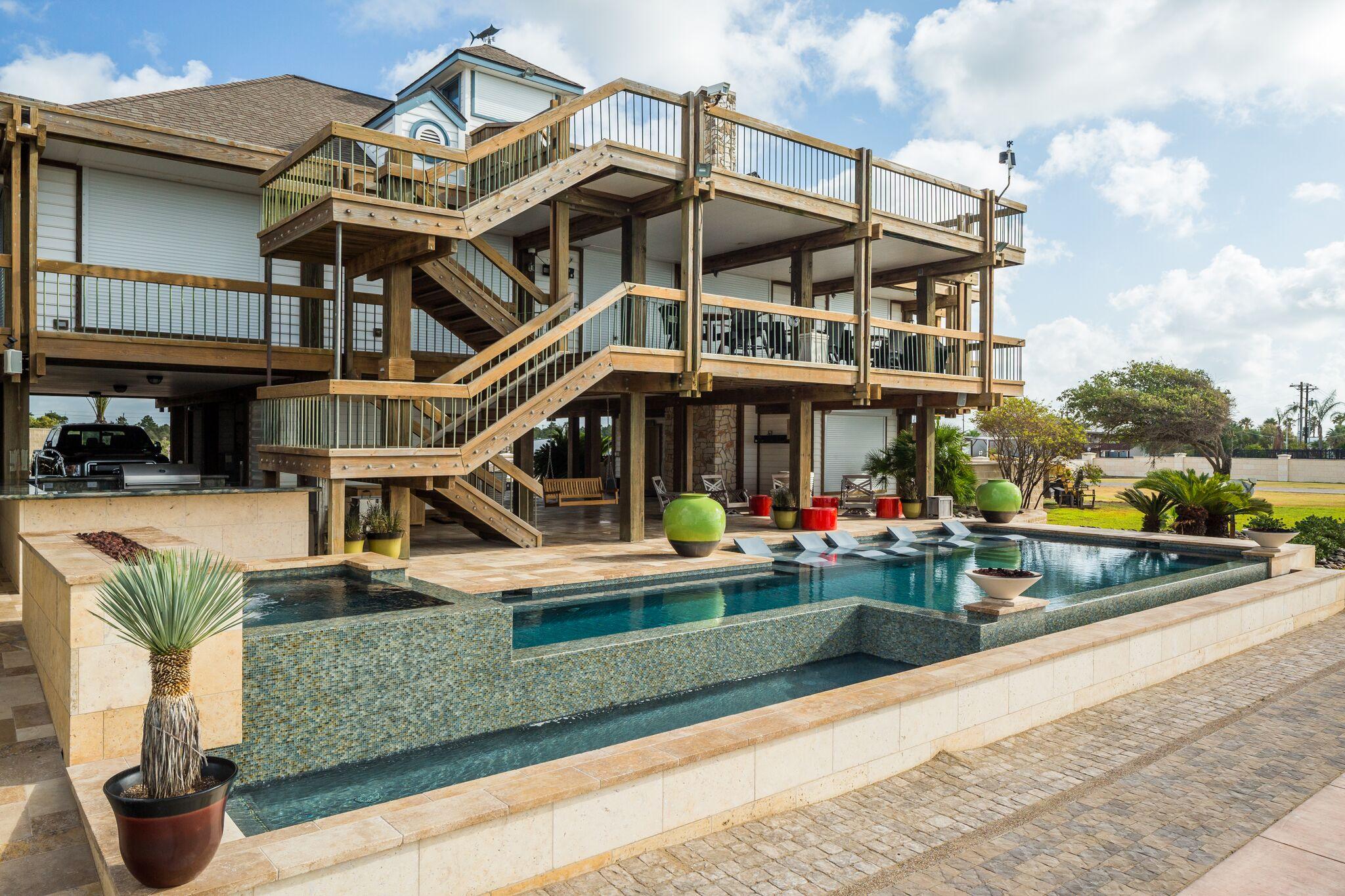Custom Pool Builder near Galveston