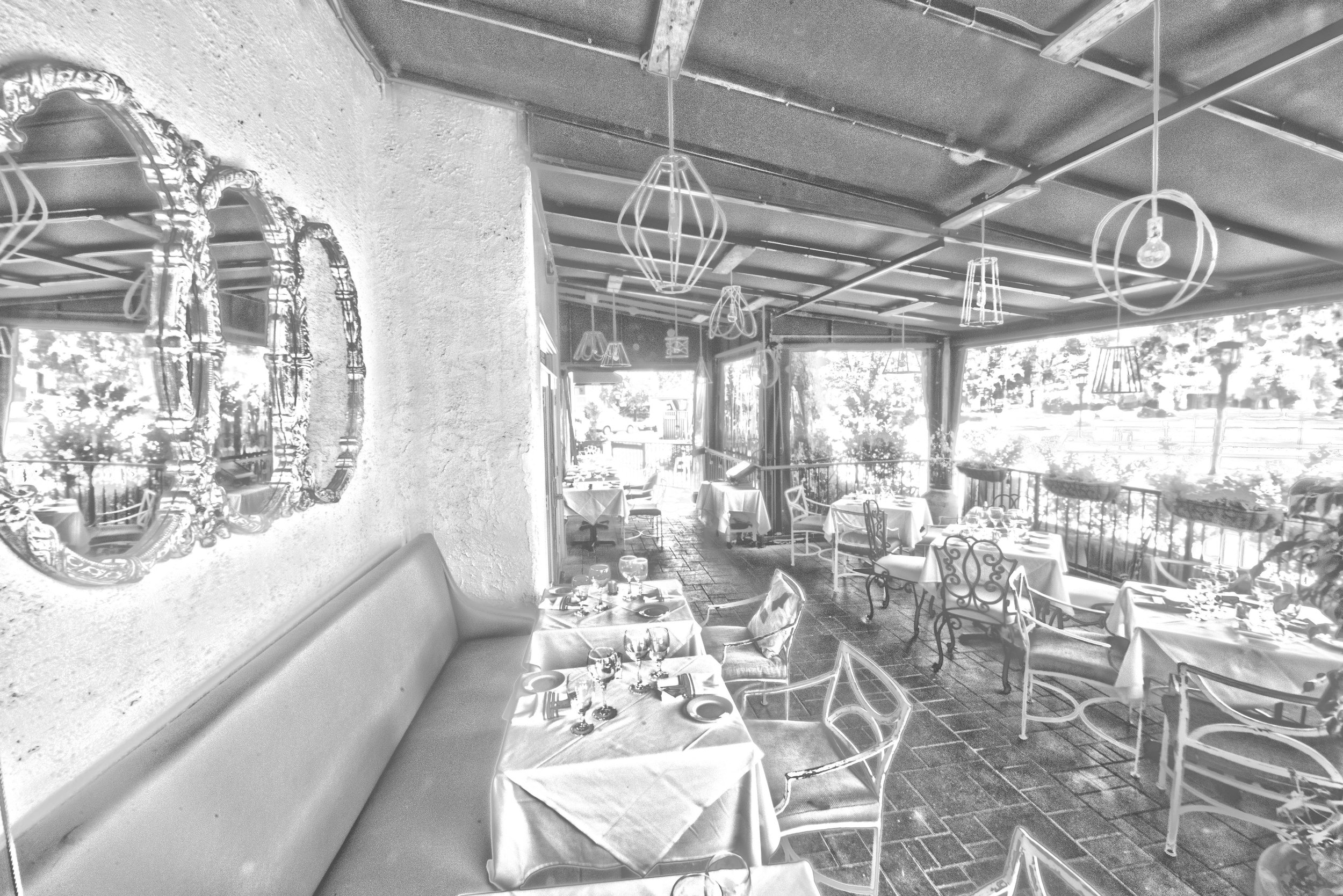 FRONT PATIO 4_HDR2.jpg