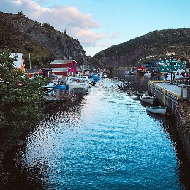 One of our favourite stops in Newfoundland was Quidi Vidi 💙⁣⁣ ⁣⁣ There are so many charming little fishing villages tucked into the cliffs & hillsides of this province, but trust me - you should try to catch a sunset in this one if you can!⁣⁣