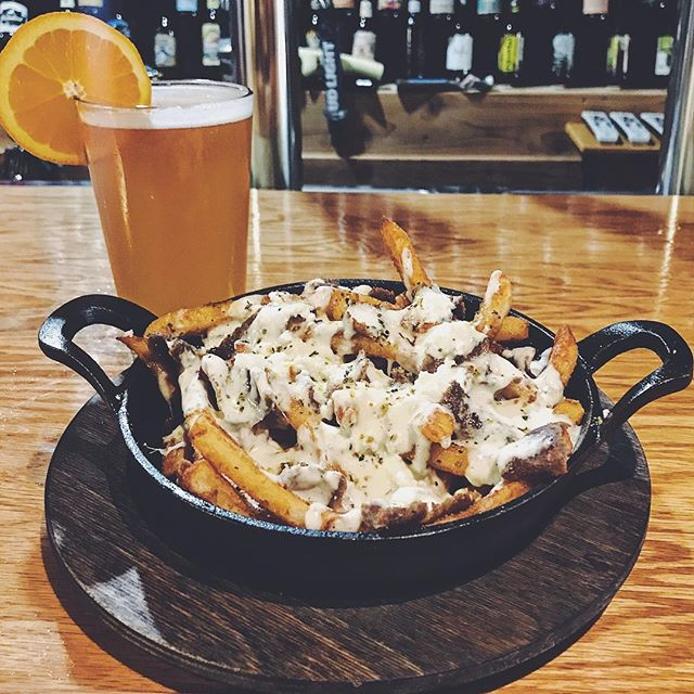 It's Oberon season! 🌞  Enjoy it with our Can't Stop, Won't Stop Fries! #poutine #loadedfries #fries #gyro #gyros #bosna #bosnaexpress #balkan #doner #donerkebab #oberon #bellsbrewery #beer #craftbeer #michigan #grandrapids #foodporn #foodie #foodaddict