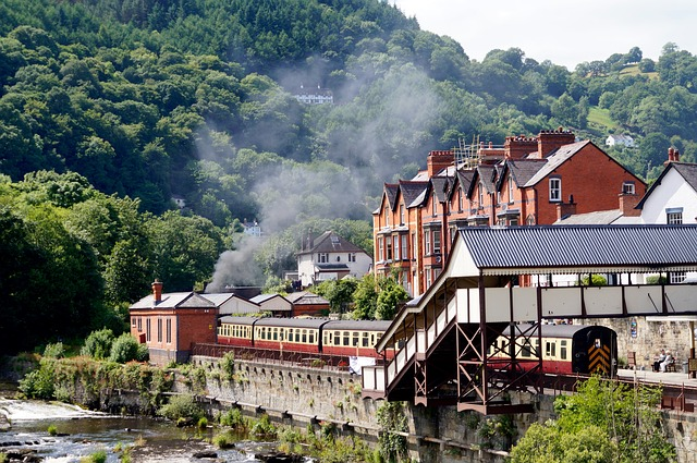 Llangollen - Renowned for the surrounding hills and the River Dee,Llangollenis a beautiful little town and the home of the International Musical Eisteddfod - an hour from Llys Tanwg.