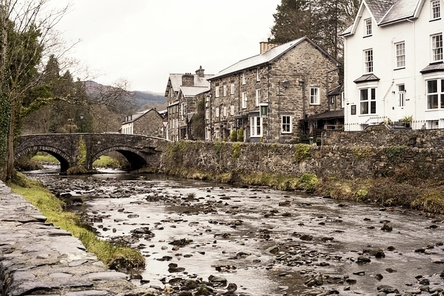 Beddgelert - Beddgelert is a timeless village in the heart of Snowdonia. It's most famous historical feature is 'Gelert's Grave'. According to legend, the monument marks the resting place of the faithful hound of the medieval Welsh Prince Llewelyn the Great.45mins from Llys Tanwg.
