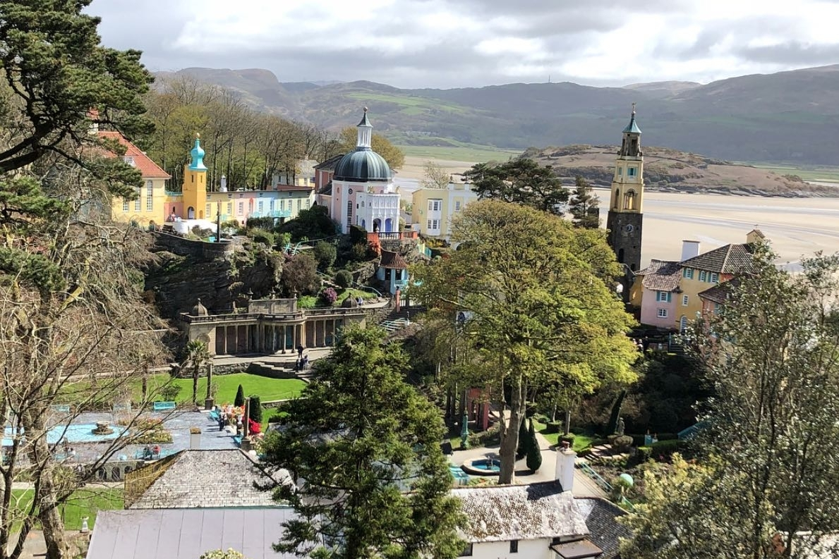 portmeirion - Portmeirion is the extraordinary village and gardens created by architect Clough Williams-Ellis from 1925 - 1976 and where The Prisoner was filmed. 20mins from Llys Tanwg.