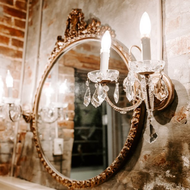We're all about the details. This is the powder room in the getting ready location for our brides! . . . #aeneasbuilding #weddingweekend#greenweddingshoes #tennesseebride #tennesseewedding #thatsdarling #jacksontn #tennesseeweddingvenue #tennesseevenue #weddingvenue #westtennessee #marthastweartweddings #stylemepretty #leleandbeane