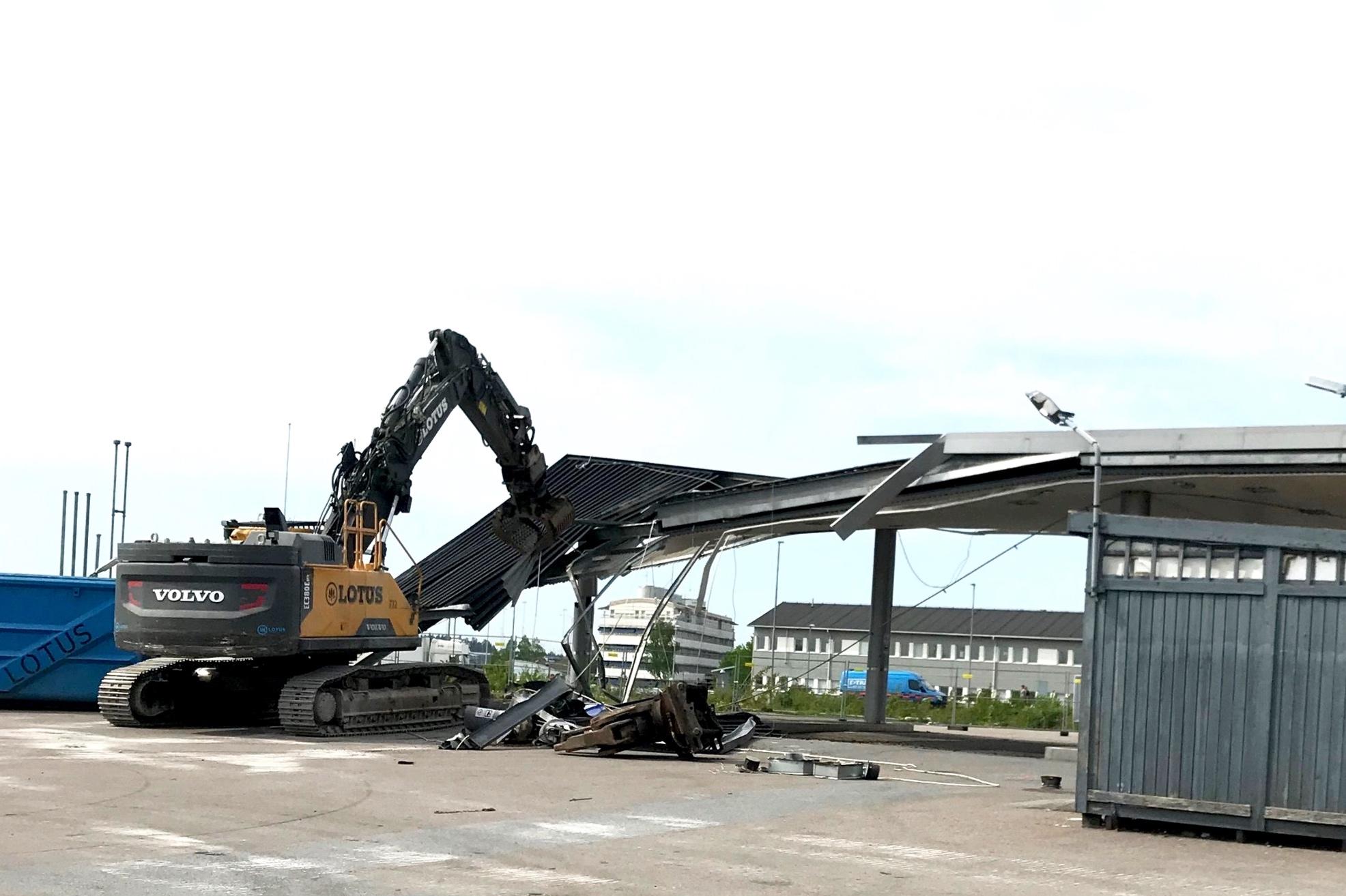 Rivning av bensinstation på Arlanda flygplats maj 2019.