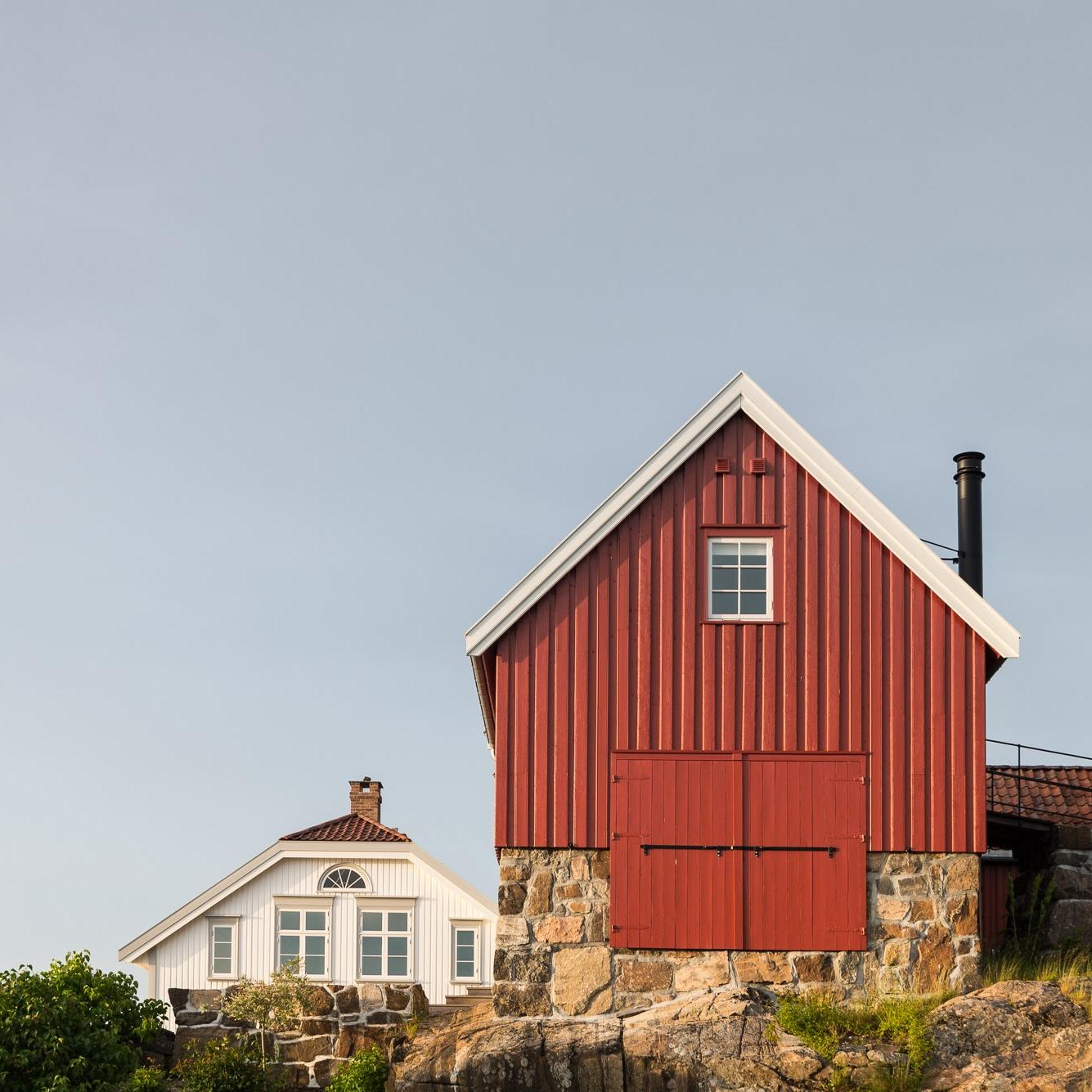 Bonytt - Da den engelske familien seilte inn til Lyngør, opplevde de låve at first sight.