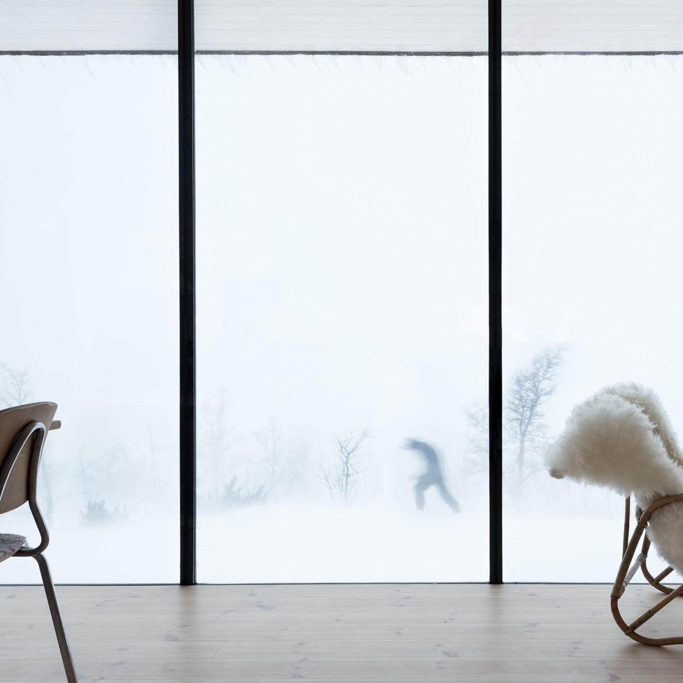 hytteliv - Da arkitekten bygde hytte til foreldrene sine, tok han med seg fjellheimen inn.