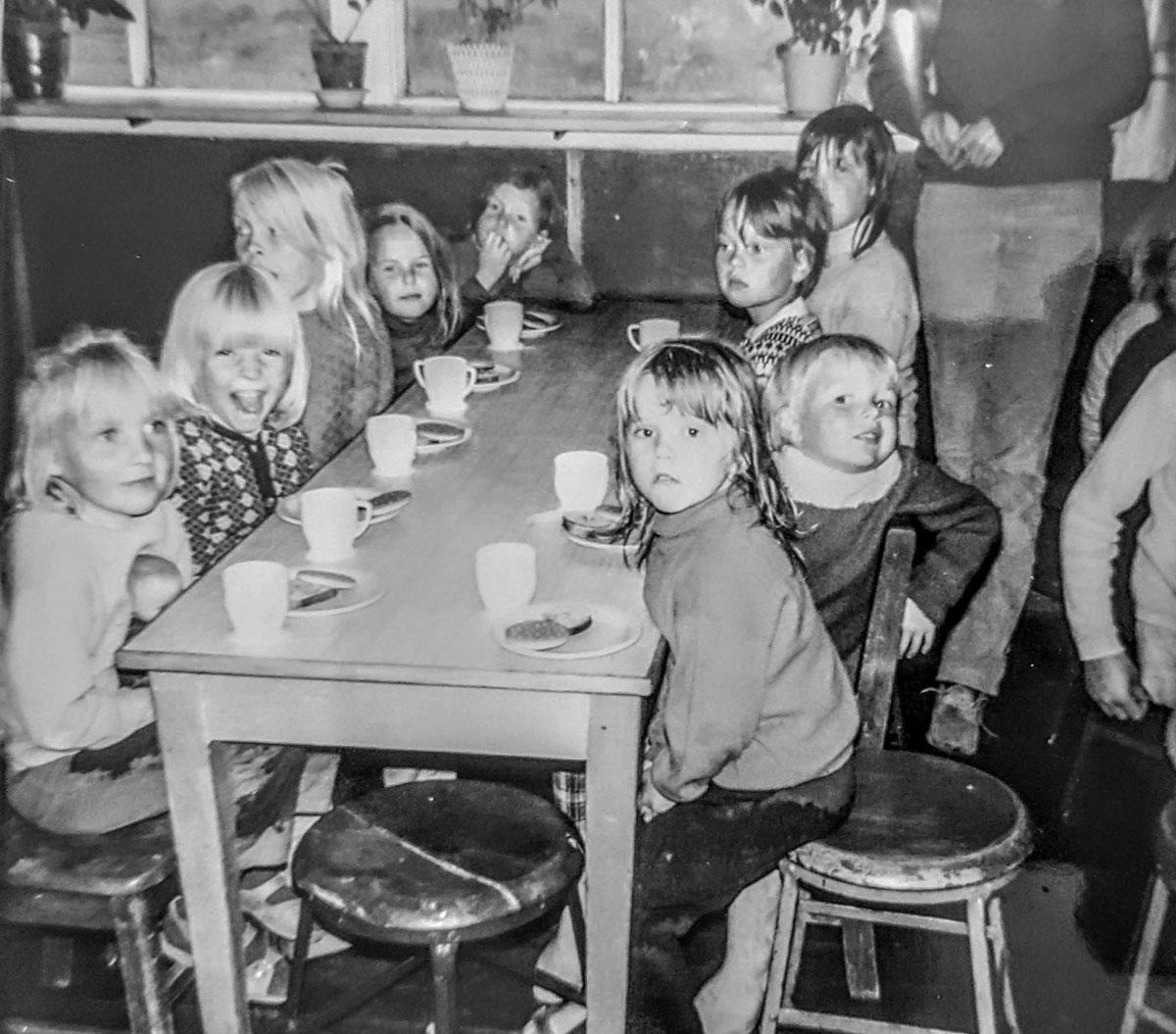 1970 - Elva, Auður, Anna, Kristbjörg, Karen, Klara, Sigrid, Íris, Tóki, Linda. Mynd: Olga Sverrisdóttir
