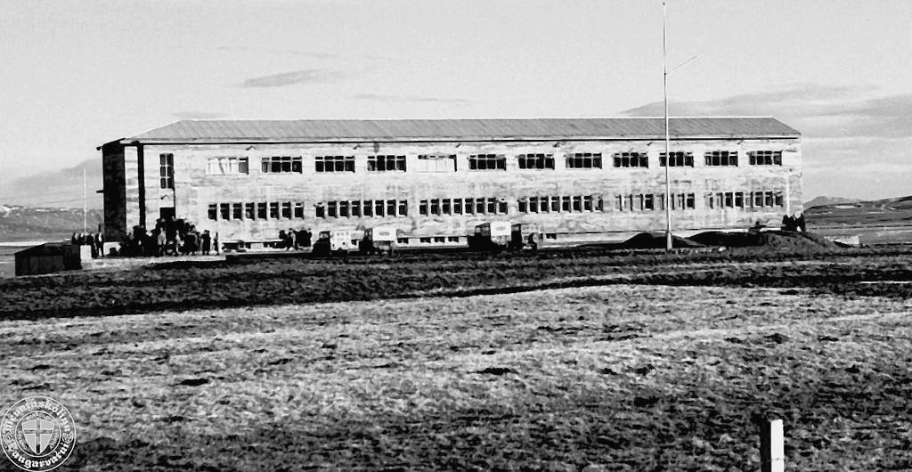 Skólahús Menntaskólans að Laugarvatni 1954 (mynd Sigurður B. Jóhannesson, af síðu NEMEL)