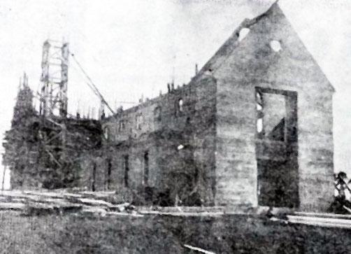 Skálholtskirkja í byggingu 1957