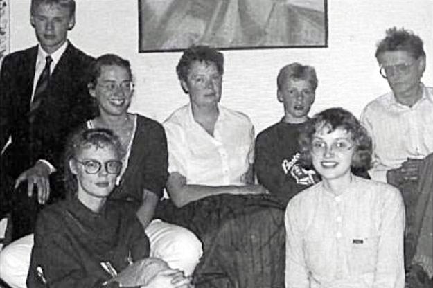 Renata og Gunnlaugur með börnum sínum. Talið f.v: Skúli, Barbara, Helga (fyrir framan), Renata, Hákon, Elín og Gunnlaugur (Mynd úr Litla Bergþór)