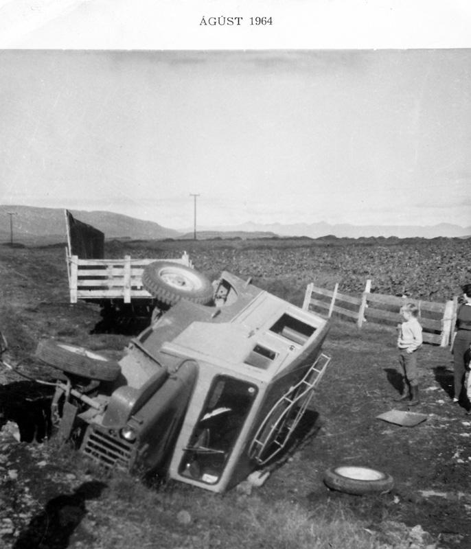 Heimilisbíllinn varð fyrir óhappi 1964