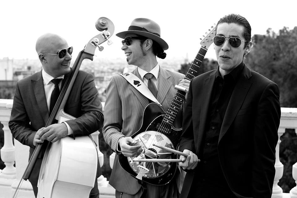 Rod Deville (double bass), Hernan Senra (Guitar & vocals) and Giggs Nother (drums).