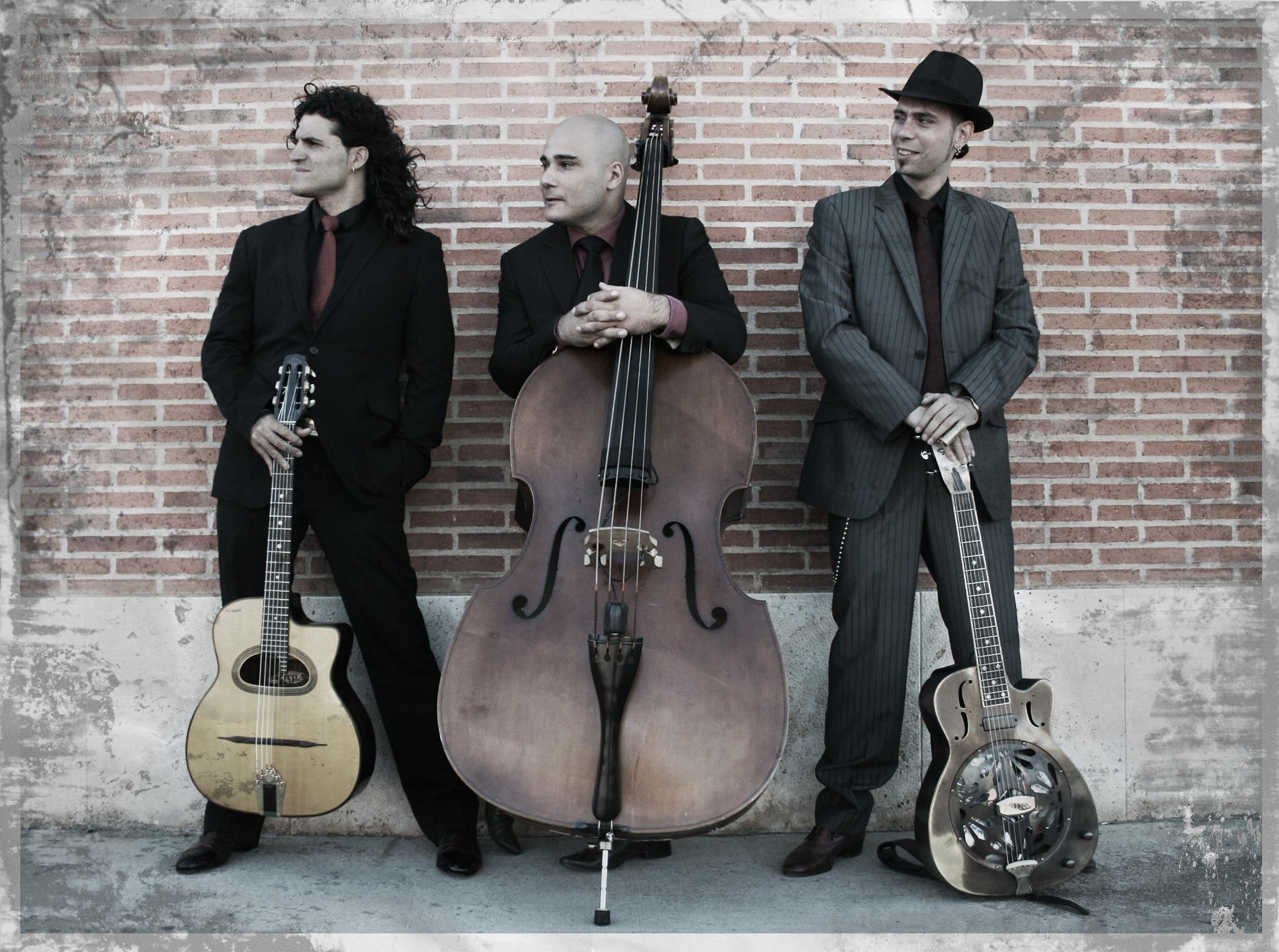 From the left:  Albert Bello (guitar, ukulele), Rod Deville (double bass) and Hernan Senra (dobro, guitar, ukulele)