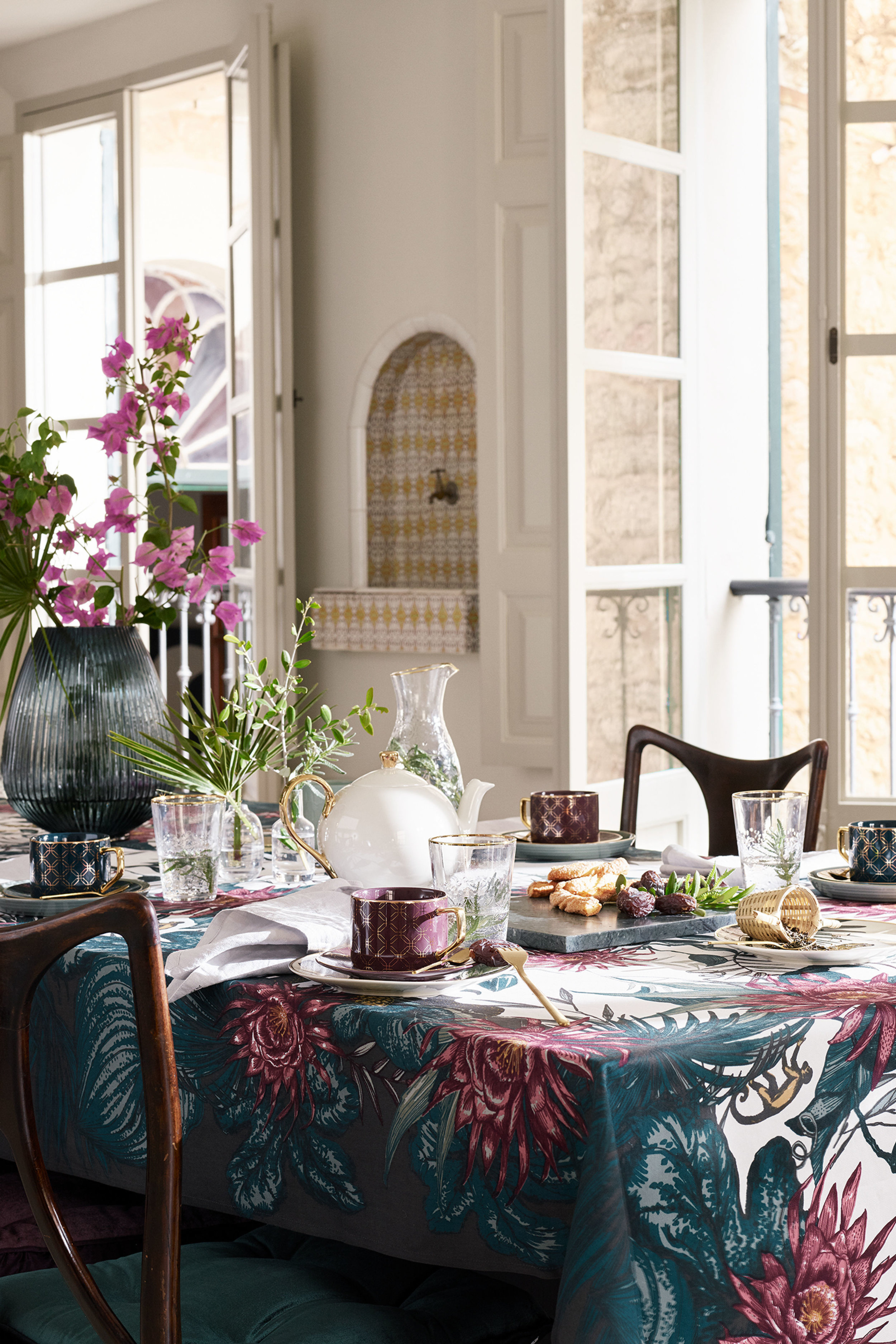 The most stunning table cloth -  H&M Home