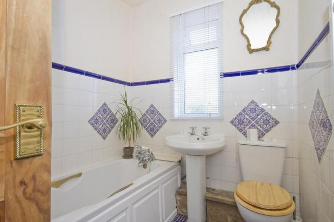 Our previous bathroom - photo taken by Estate Agents