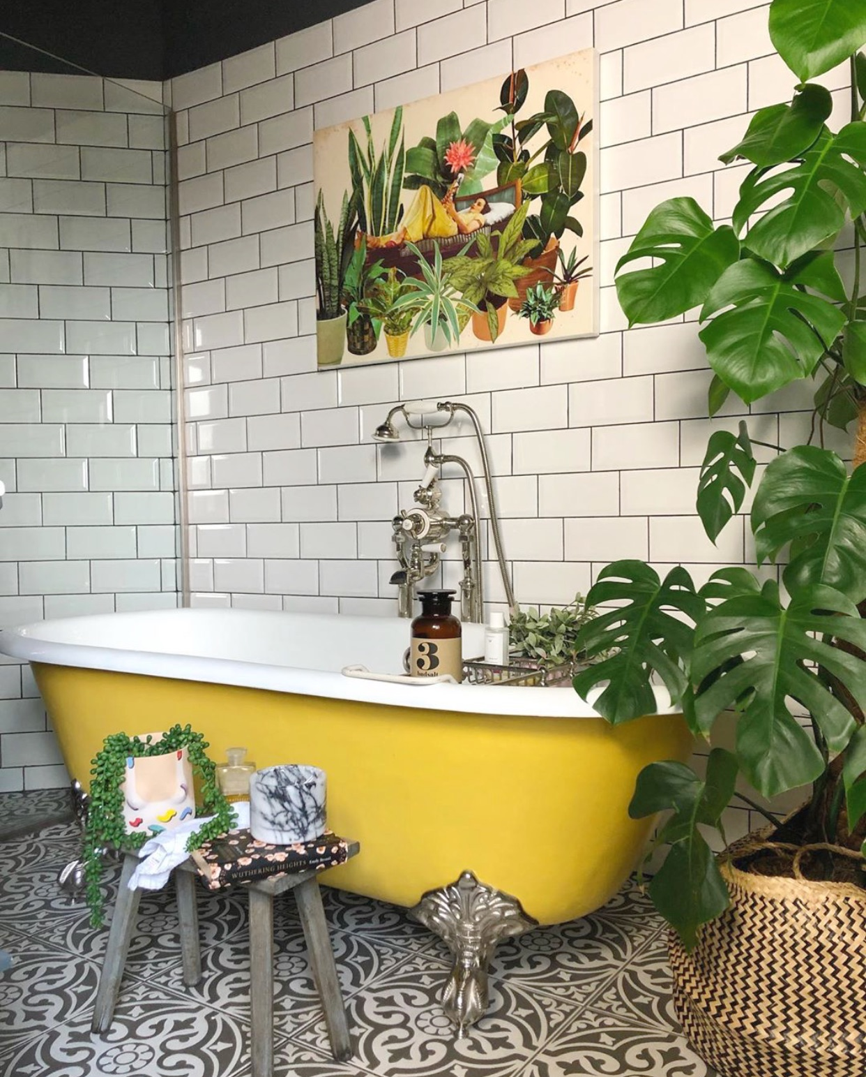 A fabulously bright yellow bath - Instagram -  @the_idle_hands