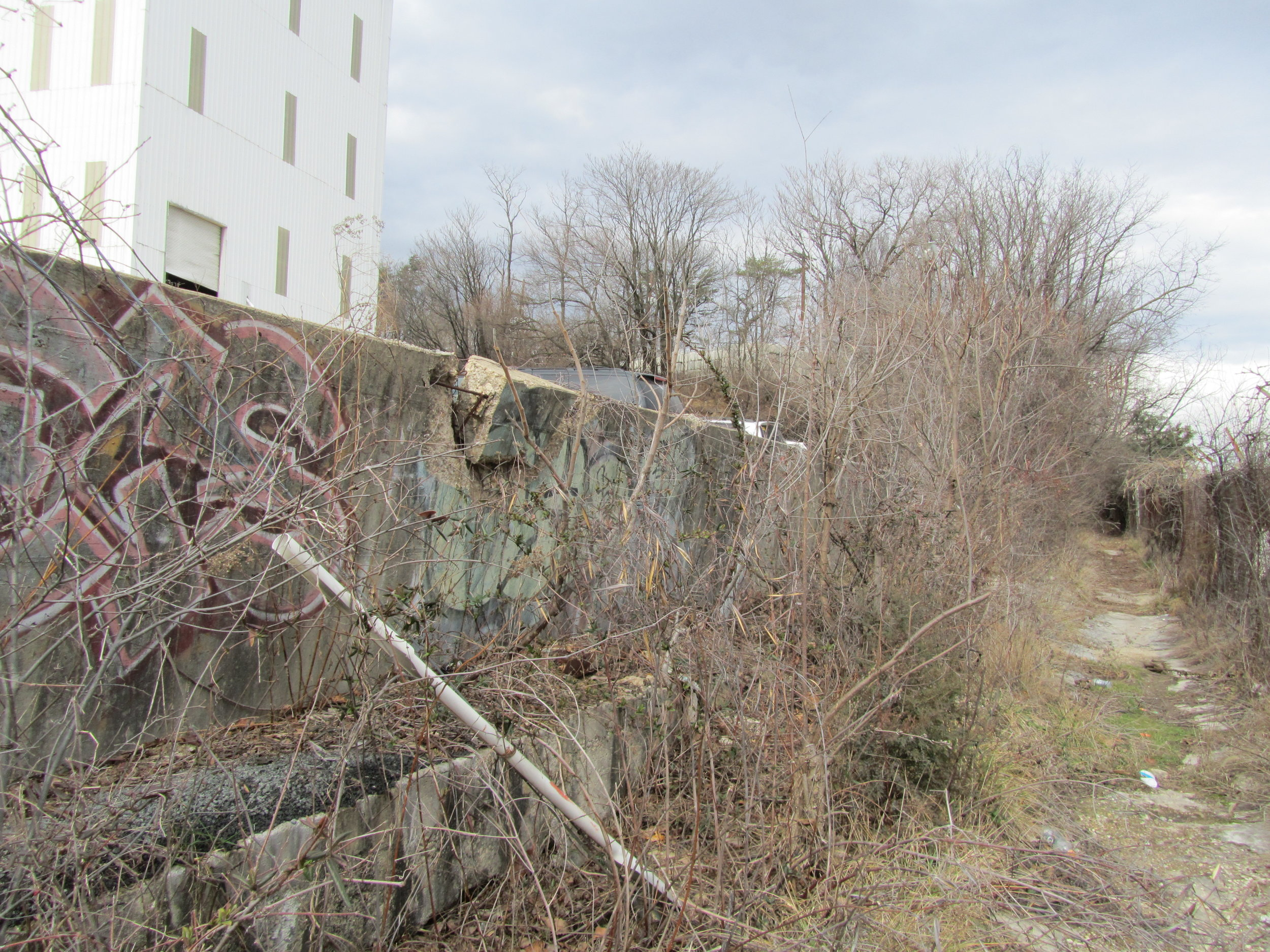 Wall between Aggregate Industries and WMATA properties