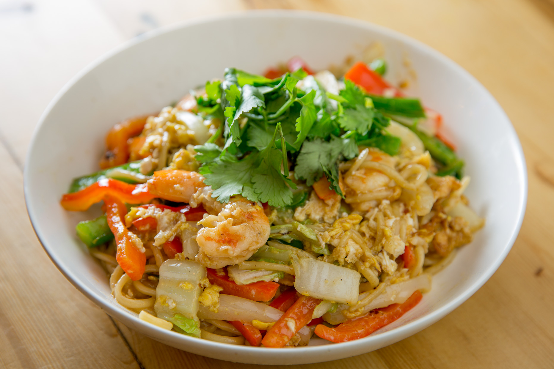 Fried Hand Noodle with Shrimp and Vegetables