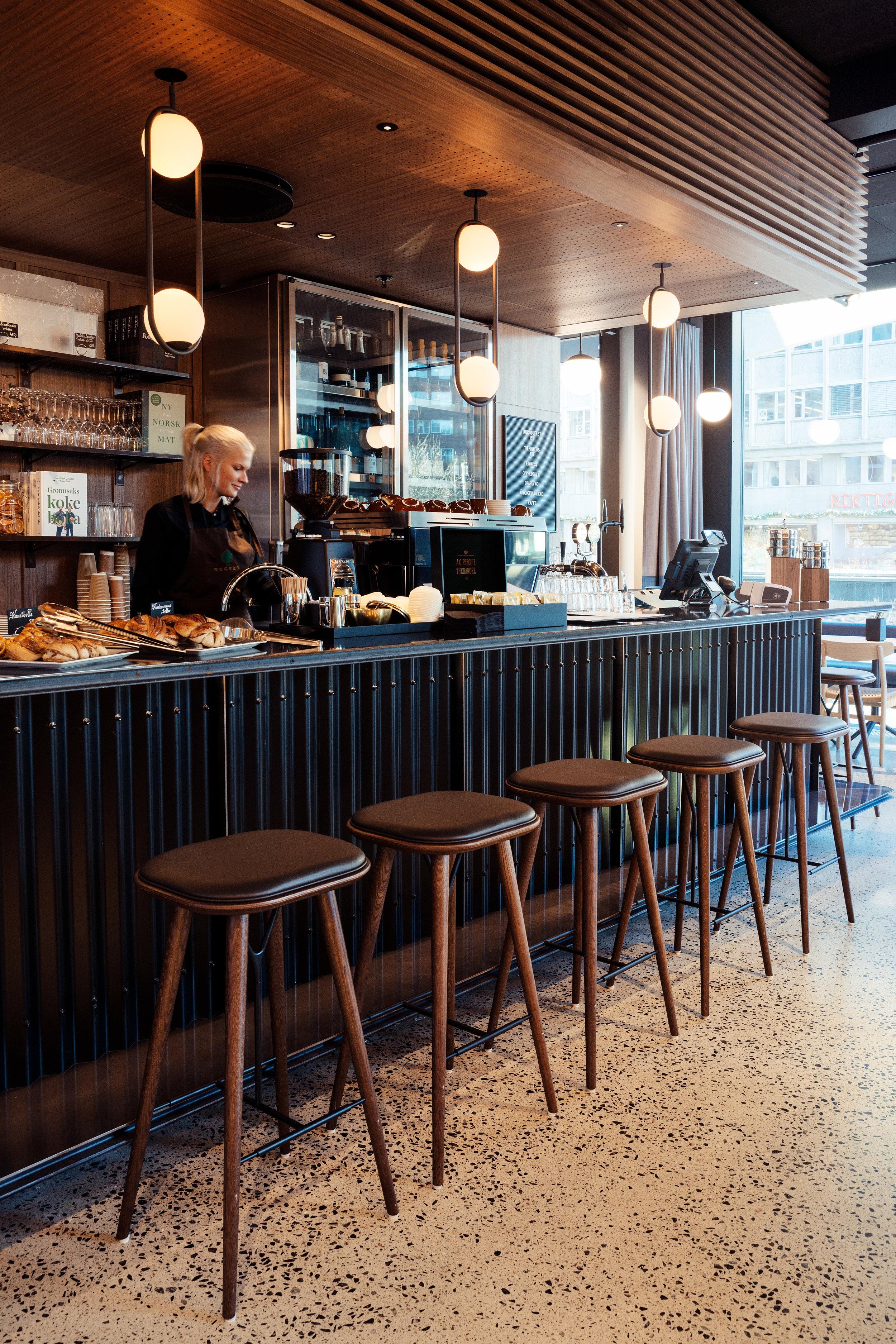 Haakon-dugurd-kantine-bar.jpg